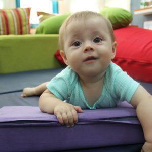 כרית שיפועית לתינוקות